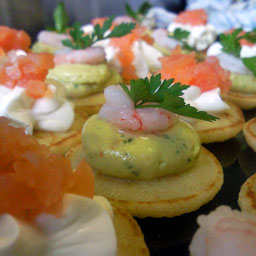 canapes,salmon,guacamole,creme,fraische,chesterfield,garnish